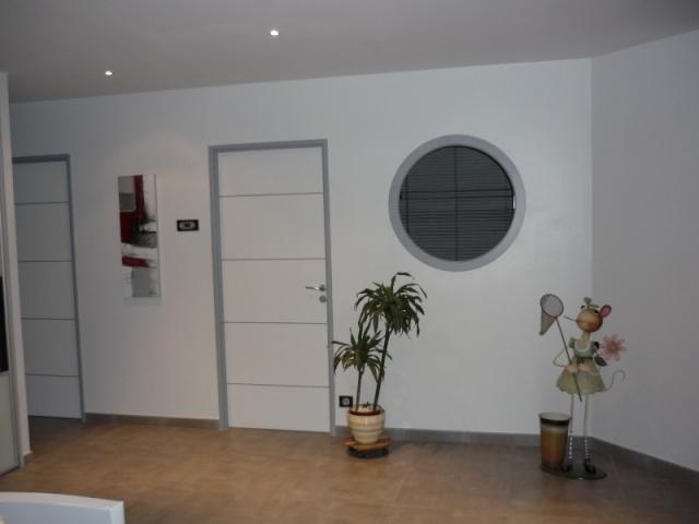 Couloir et un couloir original de plus et un page 2 - Peinture blanche pour porte interieure ...