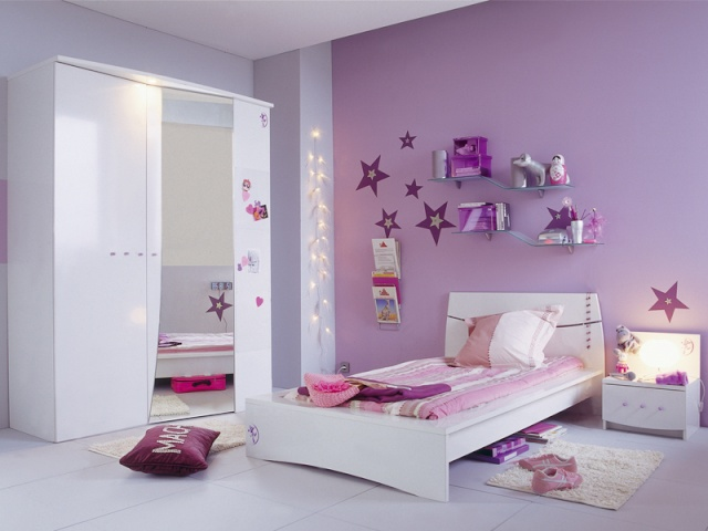 chambre mauve de fille pr l vement d. Black Bedroom Furniture Sets. Home Design Ideas