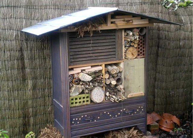 hotel insectes. Black Bedroom Furniture Sets. Home Design Ideas
