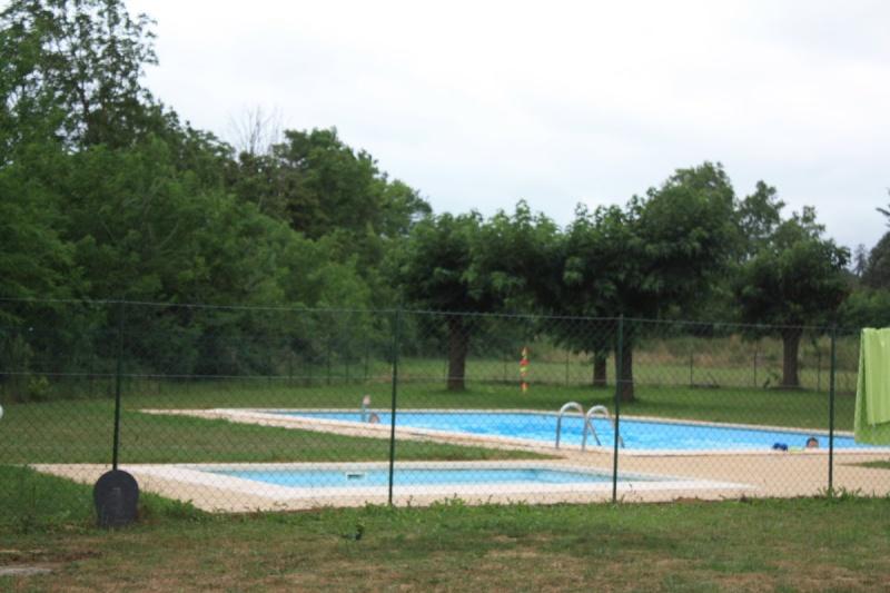 Camping Les Eychecadous A Artigat Ariege 09130