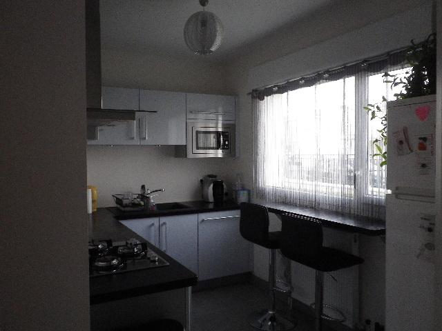 cuisine grise et plan de travail noir awesome rouge couleur cuisine grise plan de travail plan. Black Bedroom Furniture Sets. Home Design Ideas