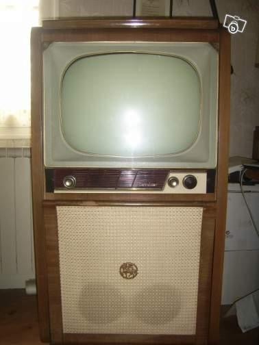 Meuble combin radio t l vision tourne disque tv radio for Meuble tv qui tourne