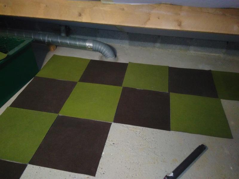 Piste en dalles de moquette dans le grenier - Decoller la moquette au sol ...