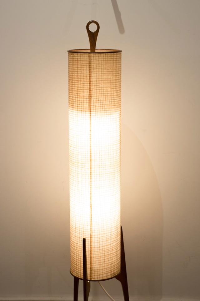 lampe fus e tripode identifier. Black Bedroom Furniture Sets. Home Design Ideas